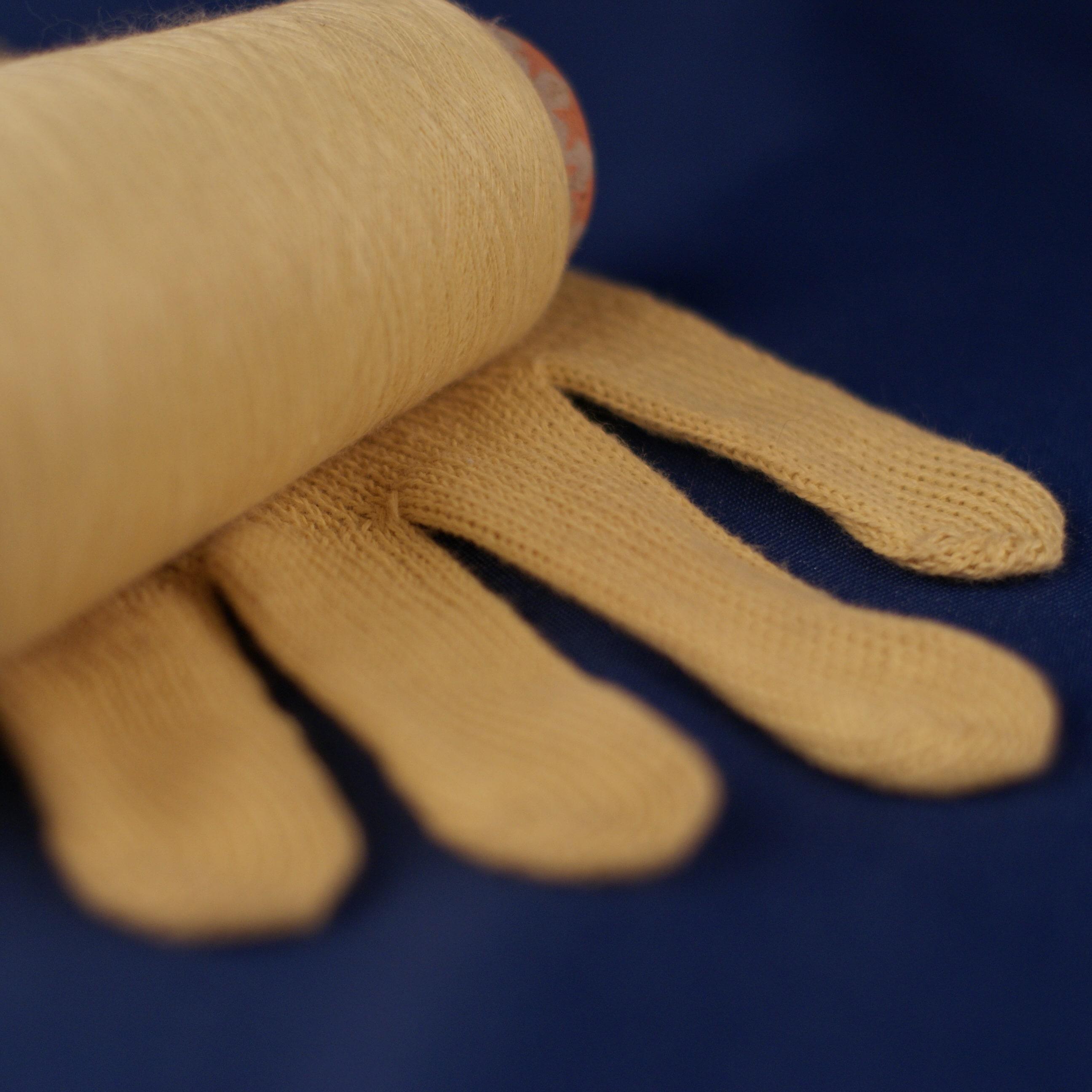 Aramid yarn and glove