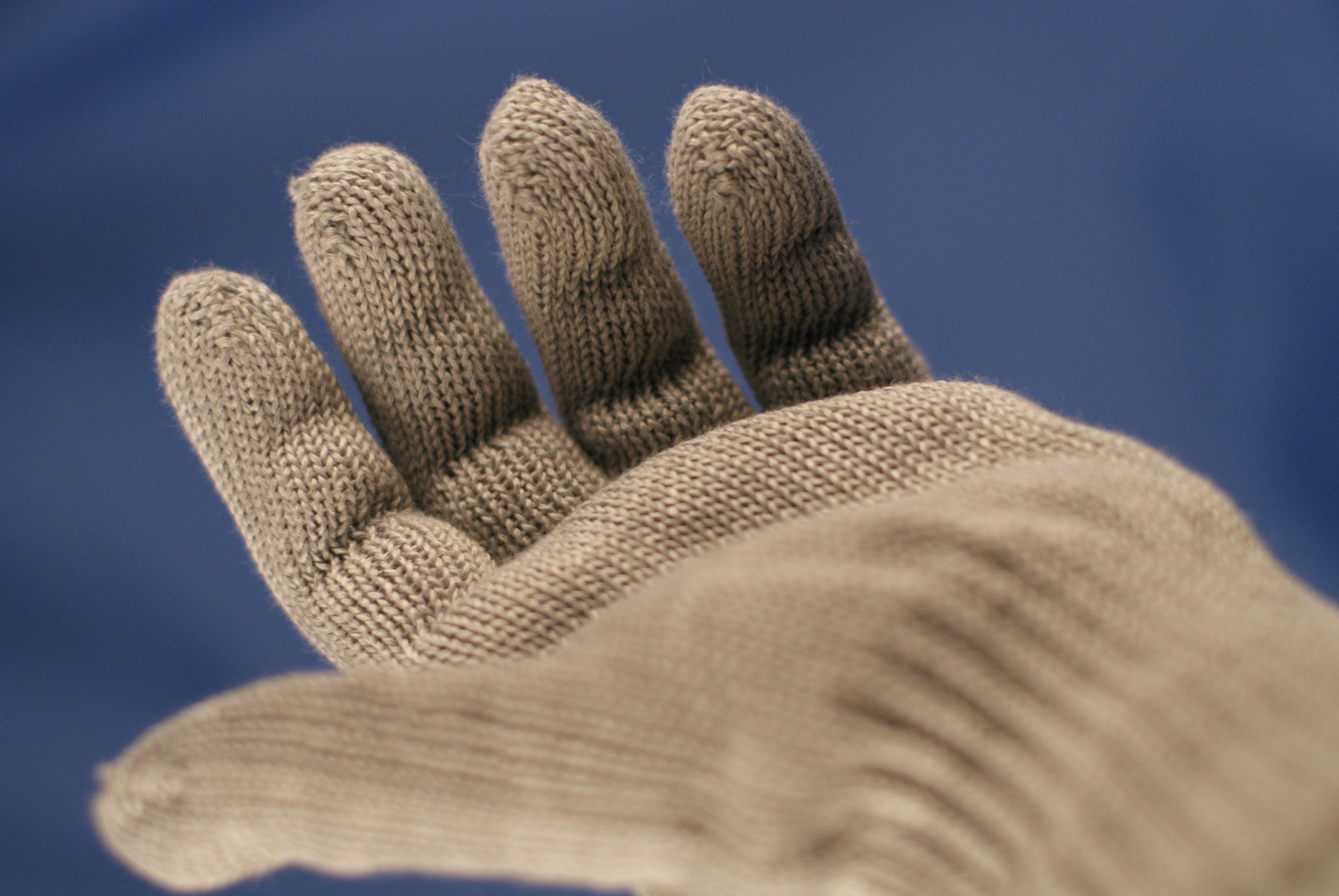 aramid glove for cut resistance