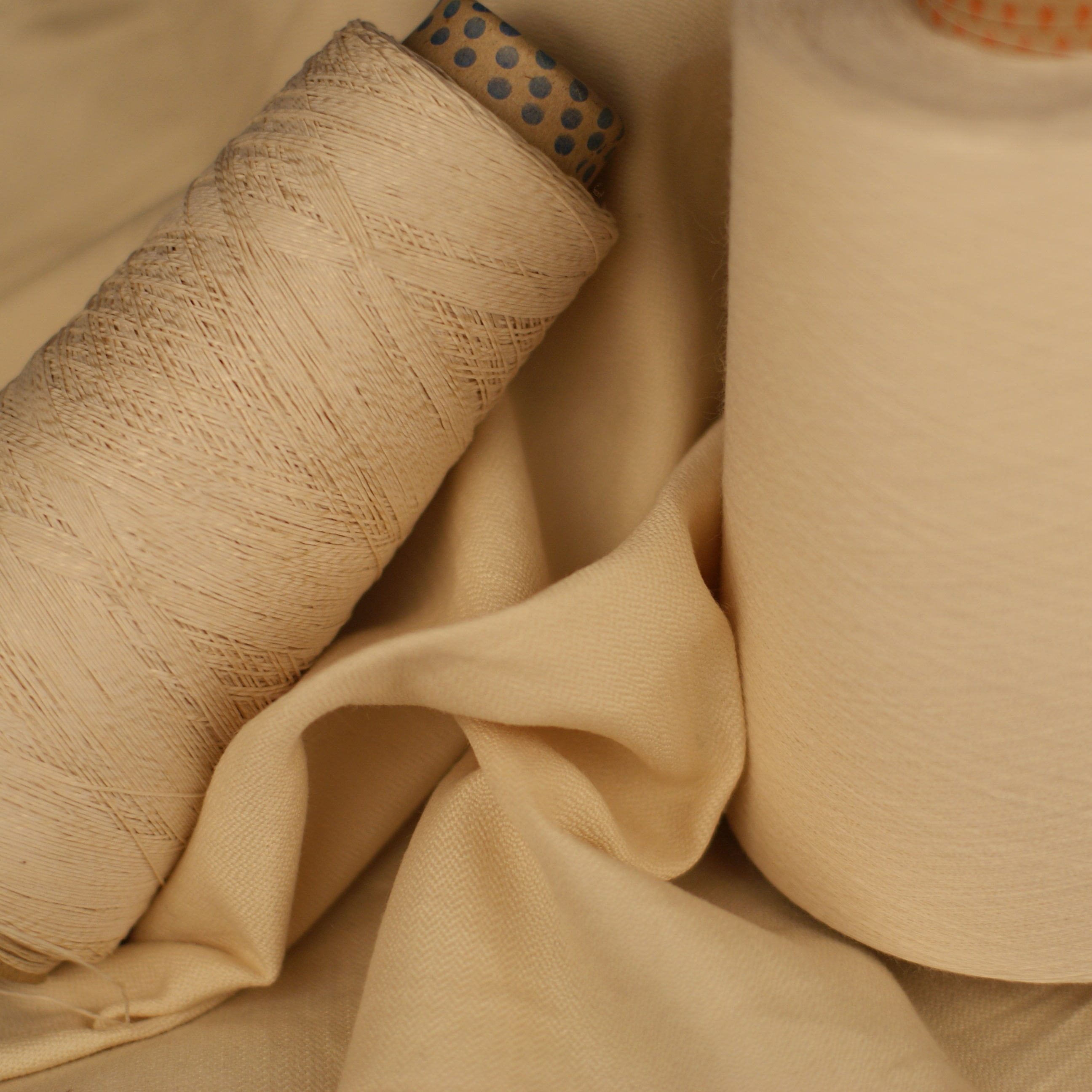 Spool of long-fibre spun yarn made of Vectran®